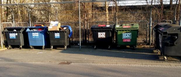 Weimarer-Straße: Müllcontainer